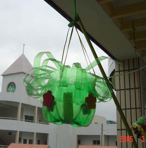 幼儿园吊饰布置:雪碧瓶花盆
