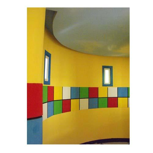幼儿园里墙壁上的图画 幼儿园教室里的墙面设计的图片