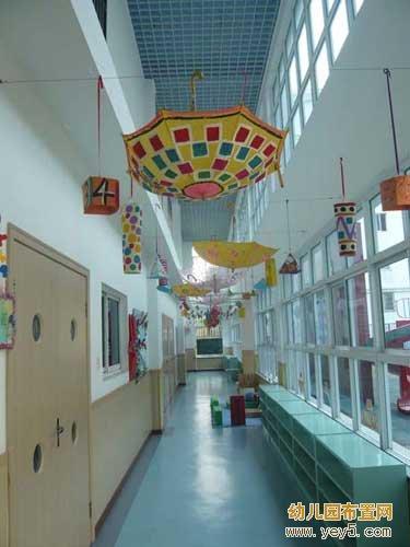幼儿园走廊吊饰布置:雨伞的艺术