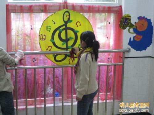 幼儿园大班门窗装饰:音乐符号
