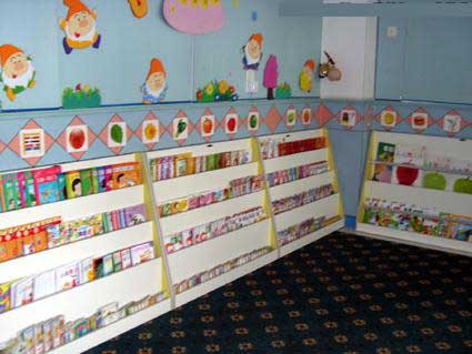 幼儿园大班图书角布置 读书乐园