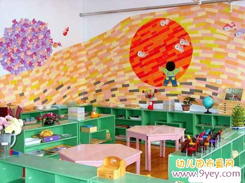 幼儿园教室墙面彩绘画:拥抱太阳