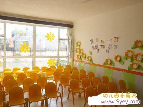 幼儿园会议室布置:摆放整齐的小椅子