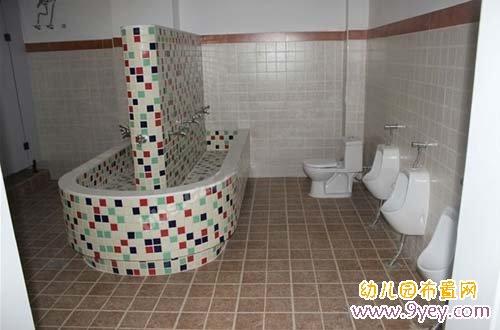 幼兒園洗手間環境布置:簡潔清新
