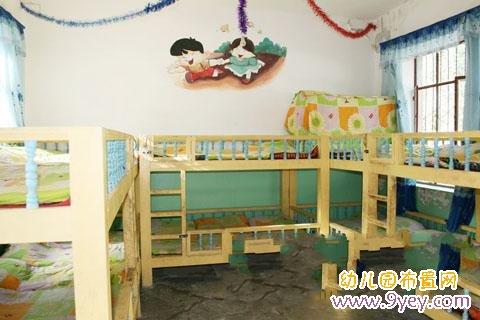 幼儿园小班休息室布置:经典上下铺