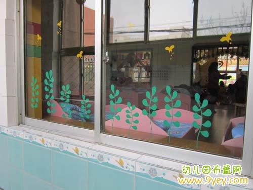 蝴蝶草地飞的幼儿园窗户贴纸