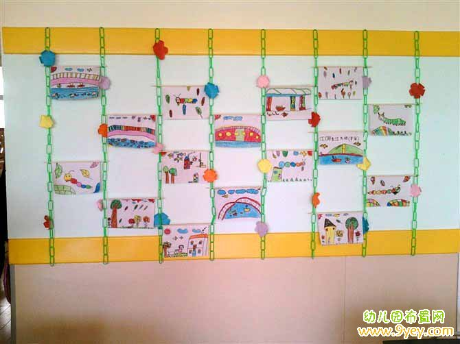 贴着水彩画的幼儿园走廊墙面