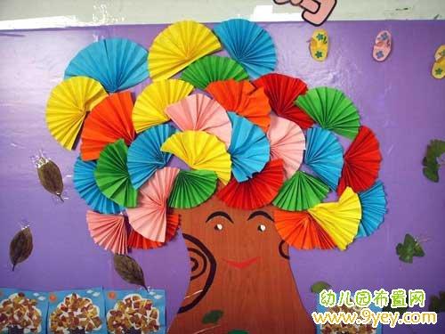 幼儿园手工制作墙饰:多彩笑脸的树