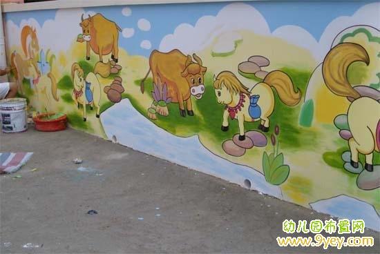 幼儿园外墙图片_幼儿园外墙卡通壁画:小牛和小马_幼儿园布置网