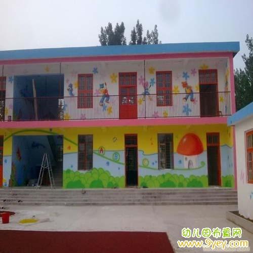 幼儿园外墙图片_幼儿园外墙画装饰:多彩的壁画_幼儿园布置网