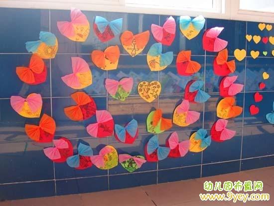 幼儿园三八妇女节墙面布置:蝴蝶结爱心墙