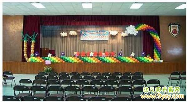 幼儿园六一儿童节舞台布置:气球彩束