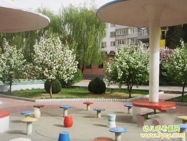 幼儿园室外设计:亭子石凳