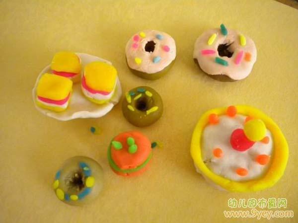 儿童手工彩泥作品:甜点大餐