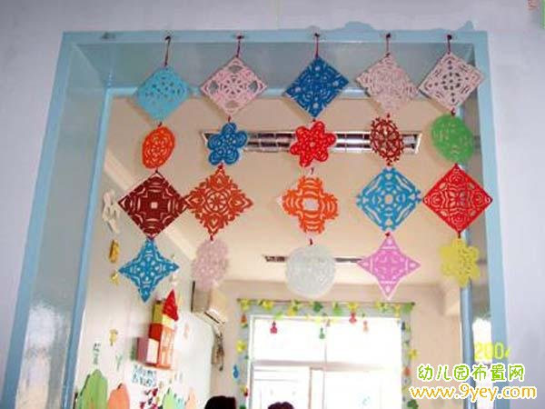 幼儿园教室门框挂饰装饰:剪纸雪花