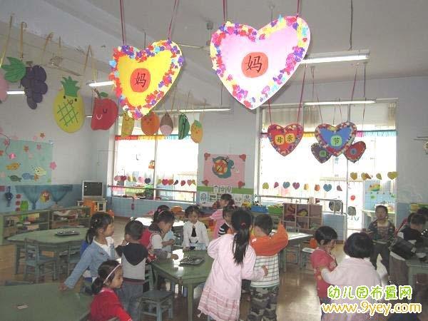 幼儿园母亲节教室吊饰布置