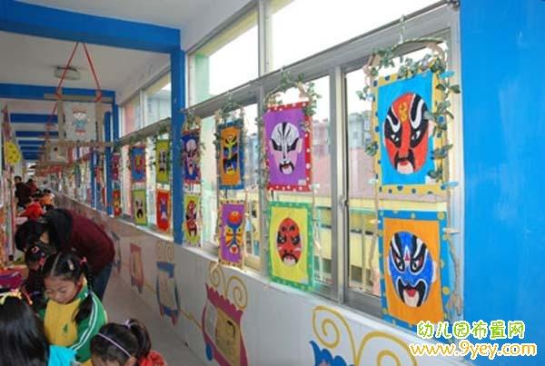 幼儿园楼道玻璃窗装饰:中国风京剧脸谱