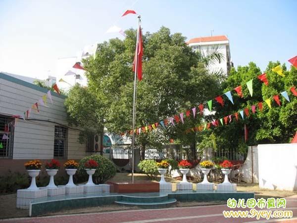 幼儿园升旗台周围景观布置图片