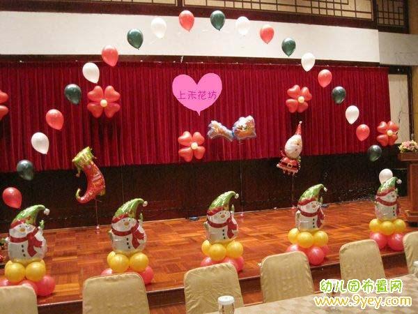 幼儿园圣诞装饰_幼儿园圣诞节小舞台装扮布置图片_幼儿园布置网