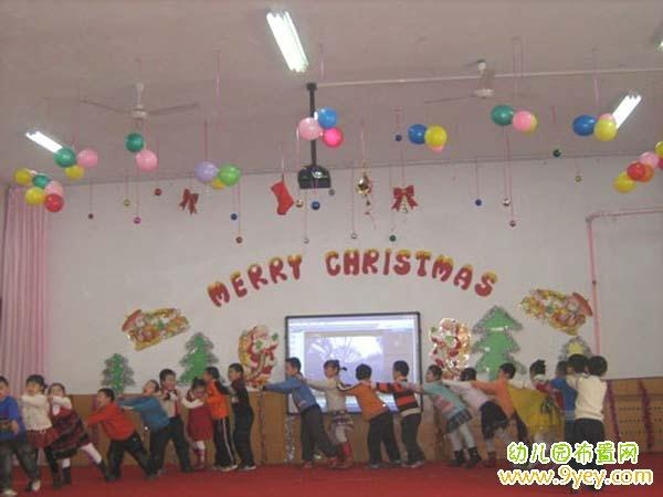 幼儿园圣诞节室内表演舞台布置图片