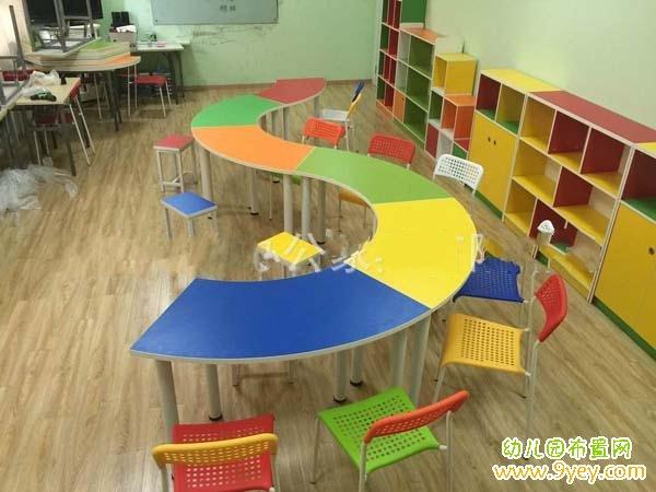 幼兒園教室桌子創意擺放圖片